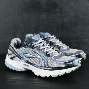 Woman's Brooks GTS 12 Sneakers Size 9